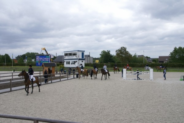 Impressie eerste outdoor internationale jumping in Sentower Park